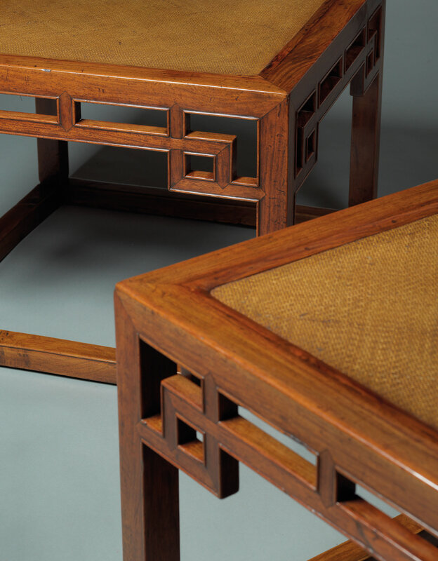 2019_HGK_16696_3048_002(an_extremely_rare_pair_of_large_huanghuali_meditation_square_stools_ch)
