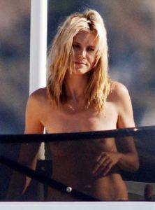 heidi_klum_topless_bikini_2_01