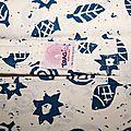Sling tragidi ecru motifs bleu