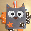doudou_plat_hibou_gris_orange_marron