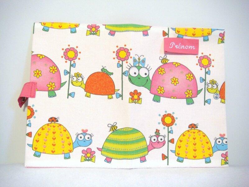 Protège carnet tortues rose et fleurs ouvert