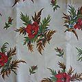 1943 tissu ancien fleuri sur fond ecru beldécor 55 x 152