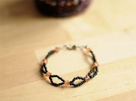 bracelet_rocaille_noir_et_rose