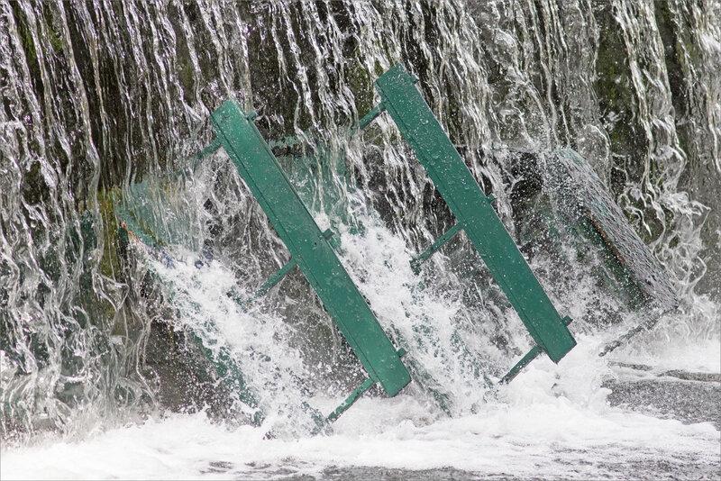 ville barque renversée chute 4 240619