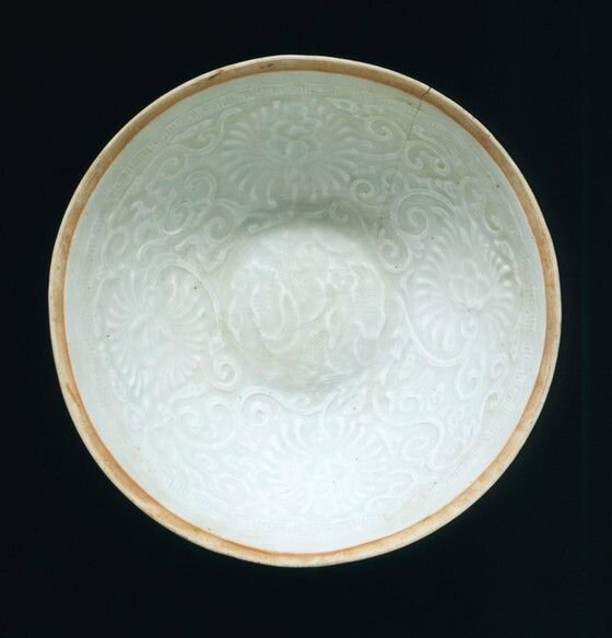 Bowl (Wan) with Chrysanthemum Scrolls, late Southern Song dynasty or Yuan dynasty, about 1200-1368