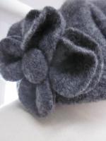 Chapeau AGATHE en laine bouillie gris moyen chiné avec fleur - doublure de lin gris - taille (5)
