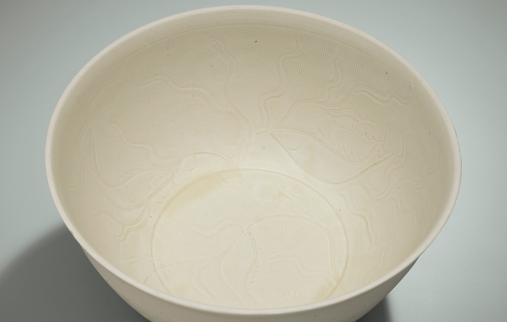 2014_HGK_03323_3212_001(a_very_rare_and_superbly_carved_large_ding_bowl_northern_song_dynasty)
