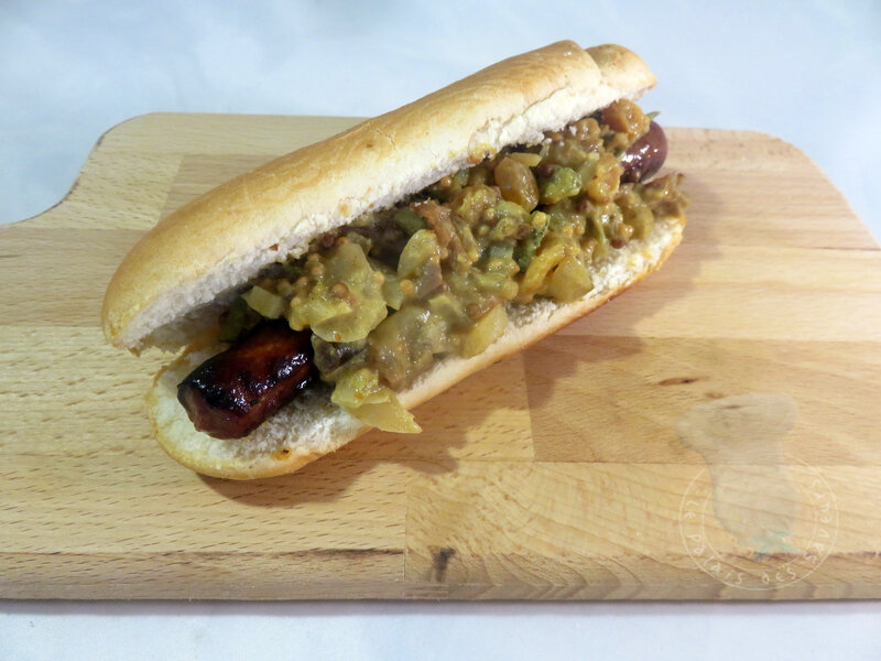 Hot-dog merguez, fruits secs, épices