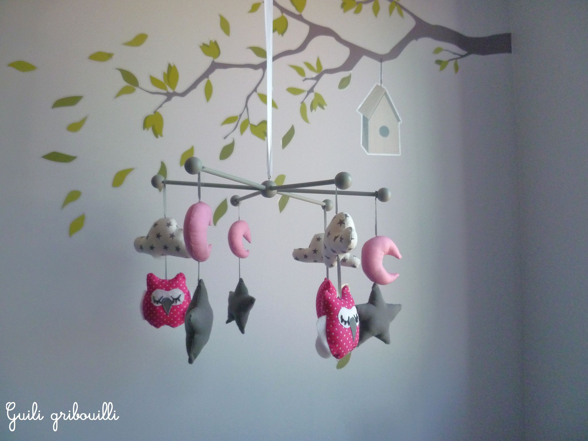nouveaux les petits mobiles hiboux en bleu et rose. Black Bedroom Furniture Sets. Home Design Ideas
