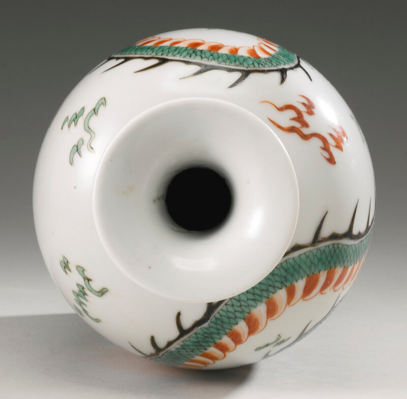 A famille-verte 'Dragon' vase, Qing dynasty, Kangxi period (1662-1722)3