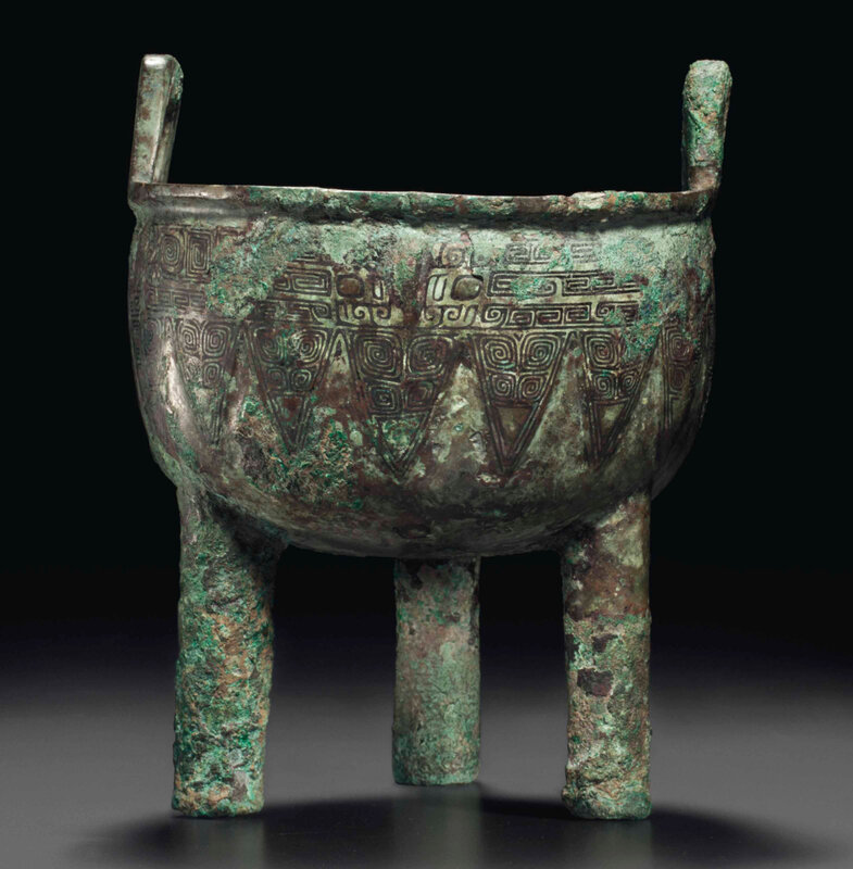 2014_NYR_02830_2009_000(a_small_bronze_ritual_tripod_food_vessel_ding_late_shang_dynasty_12th)