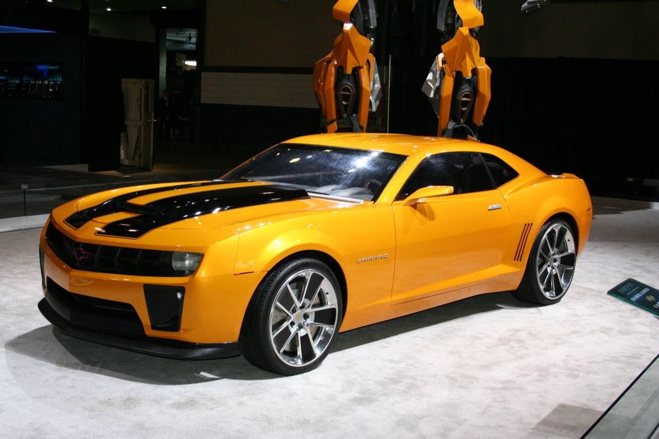 2011_Chevrolet_Camaro_Bumblebee_by_Pinnacle_Limousine_Front_Angle_Picture