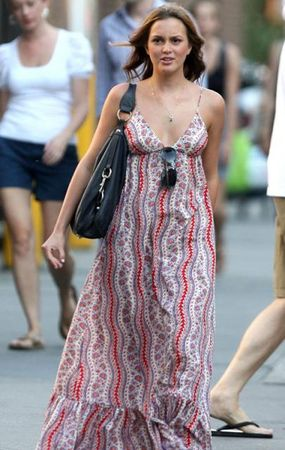 leighton_meester_walk_7108_7_preview