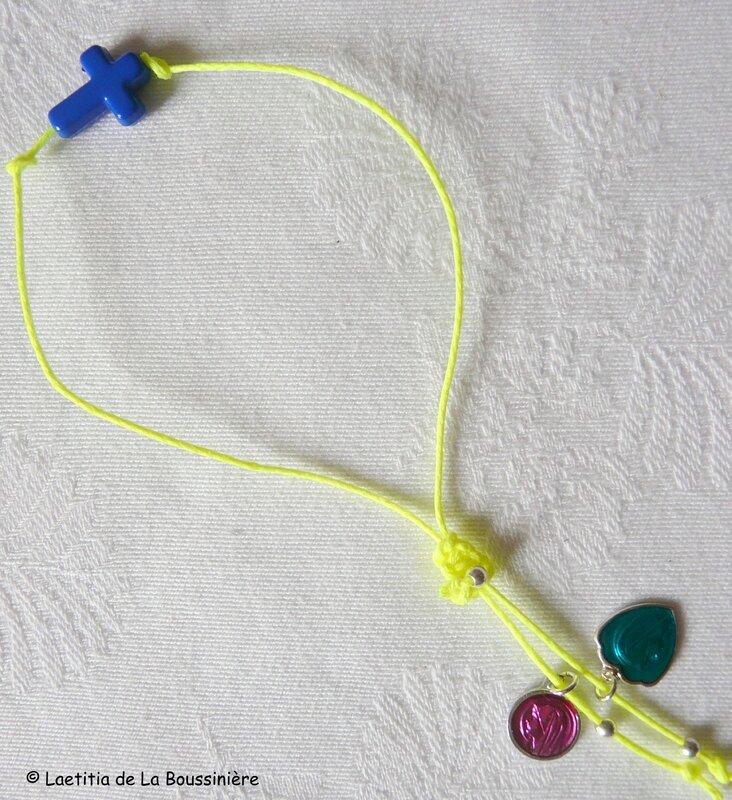 Bracelet Croix fluo (bleu roi, fil jaune fluo)