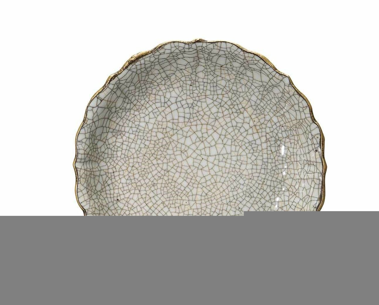 A Ge-type barbed-rim dish, Ming dynasty, 15th century