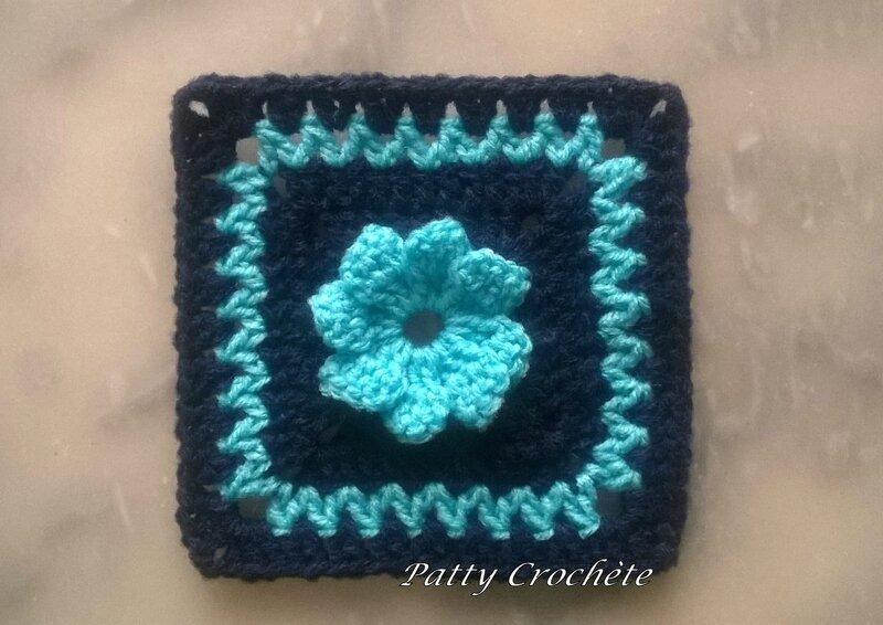 carré marine-fleur turquoise