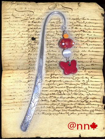Marque page argent papillon rouge bois et lampwoork rouge (N)