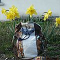 Bourse papillonnante blanc, marron aux fleurs bleu