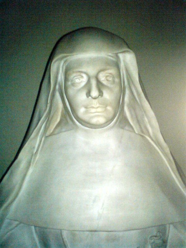 Chapelle du Lycée Notre Dame, statue de Ste Jeanne de Lestonnac