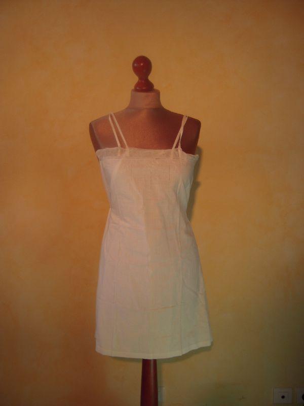 r227 robe blanche hippie 70 39 s froufrous et merveilles. Black Bedroom Furniture Sets. Home Design Ideas