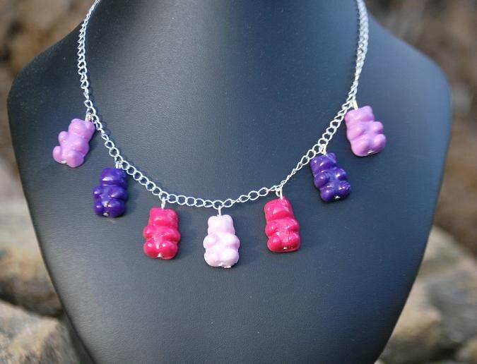 collier nounours camaieu de violets et roses 14 euros