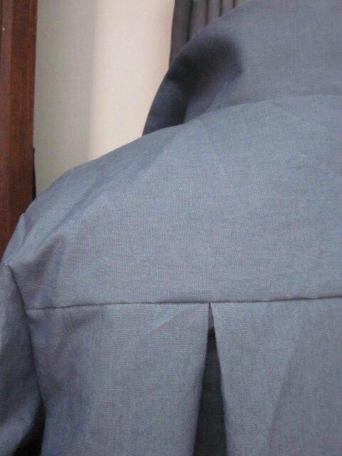 Ciré en lin enduit gris bleuté noué d'un lien dans le même tissu sur le devant (1)