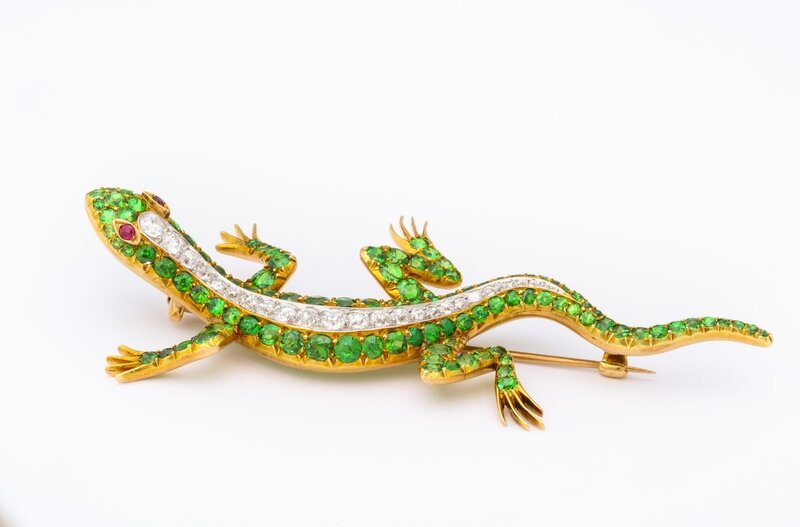 Demantoid_garnet_salamander_brooch_with_old_mine_diamonds_and_ruby_eyes__set_in_15k_gold