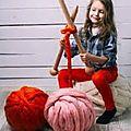 Tricoter avec les bras: le