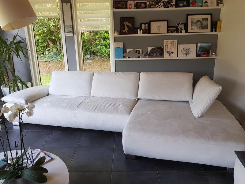 canapé avec brulures