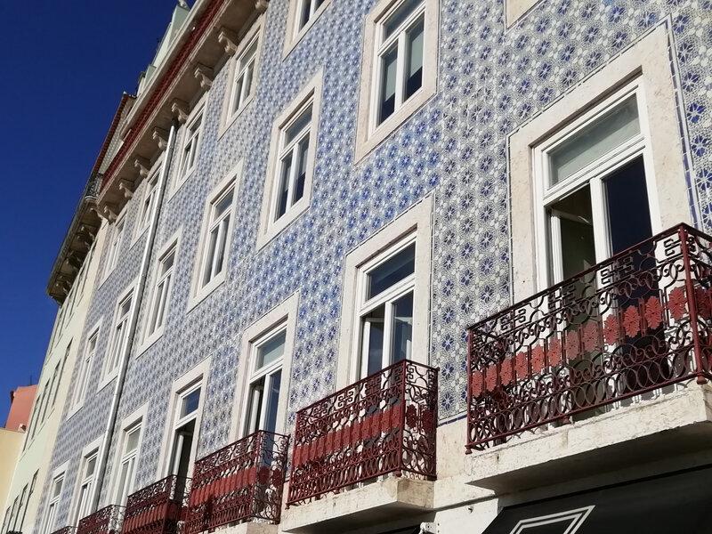 rue des bacalhau façade azuleiros