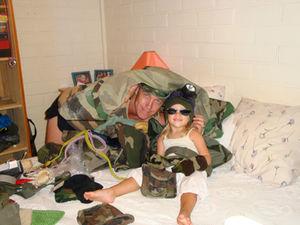 julie_et_papa_militaire