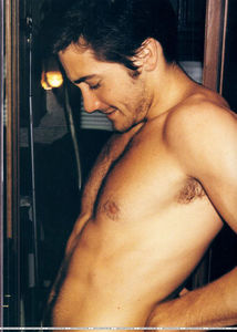 jake_gyllenhaal_shirtless_12142010_33
