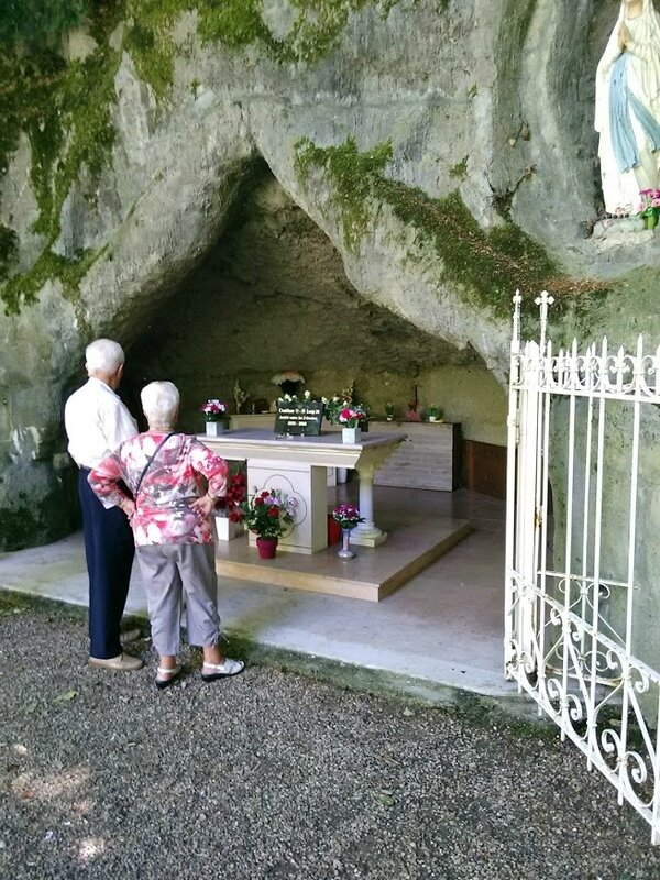 la plaque posée à la Grotte
