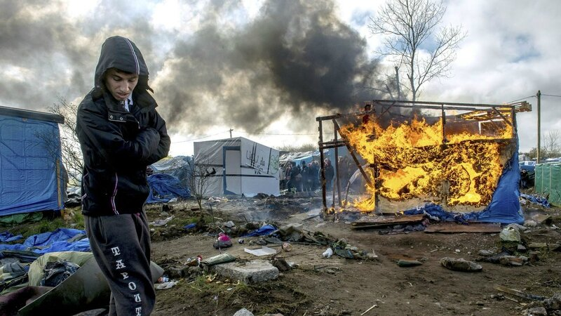 des-abris-incendies-le-3-mars-2016-dans-la-jungle-a-calais_5558211