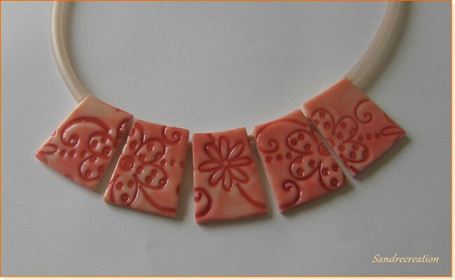 collier fleurs aux encres