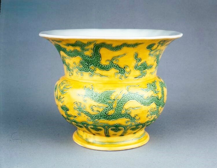 Green-and-yellow zhadou with dragons, Ming dynasty, Zhengde Four-character Zhengde mark in a double circle in underglaze blue on the base and period, AD 1506–21