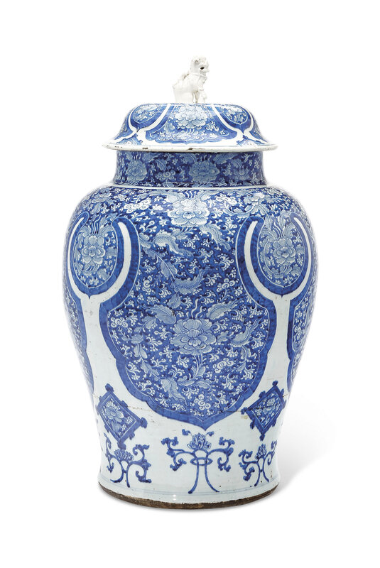 2019_NYR_18151_0023_000(a_massive_blue_and_white_jar_and_cover_kangxi_period)