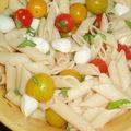 Salade de penne aux tomates cerises et mozzarella et clin d'oeil à une italienne