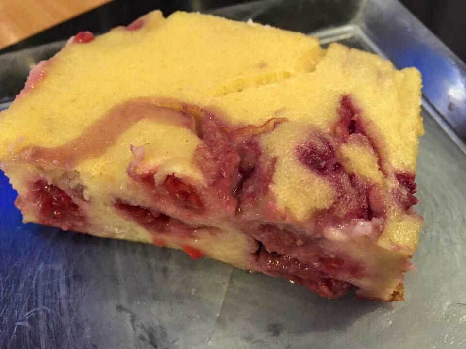 Gâteau de semoule complète aux framboises