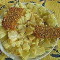Carpaccio d'ananas à l'absinthe, tuiles au sésames et à l'anis vert