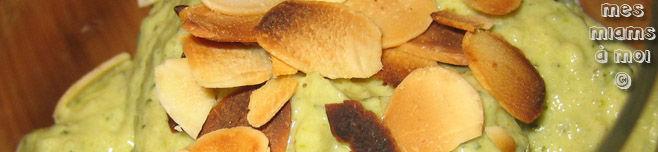 Verrines de mousse de courgettes à la purée d'amandes