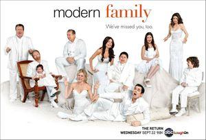 Cameron-Mitchell-Lily-Jay-Claire-Gloria-Manny-Phil-Alex-Luke-et-Hayley-Modern-Family-Saison-2