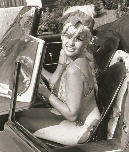 jayne_bikini_poids-car-1