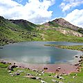 Lac d'Arlet, lac et refuge, soleil (64)