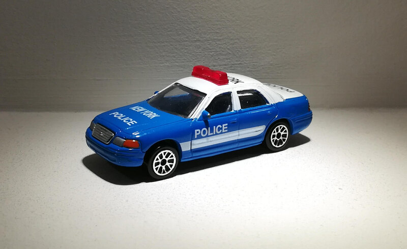 Ford Crown Victoria (Realtoy) 01