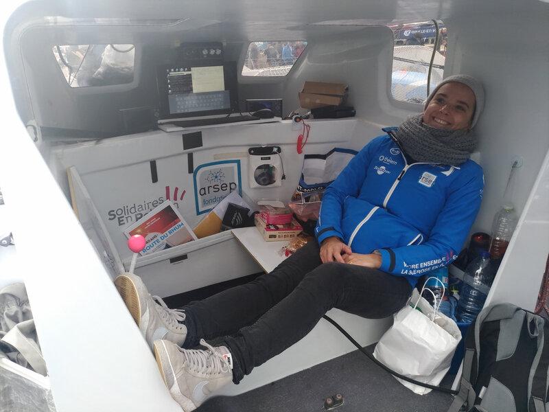 Astrid dans le cockpit, lieu de vie de Thibaut