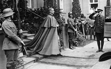 Le Vatican a recruté et formé hitler pour creer le nazisme