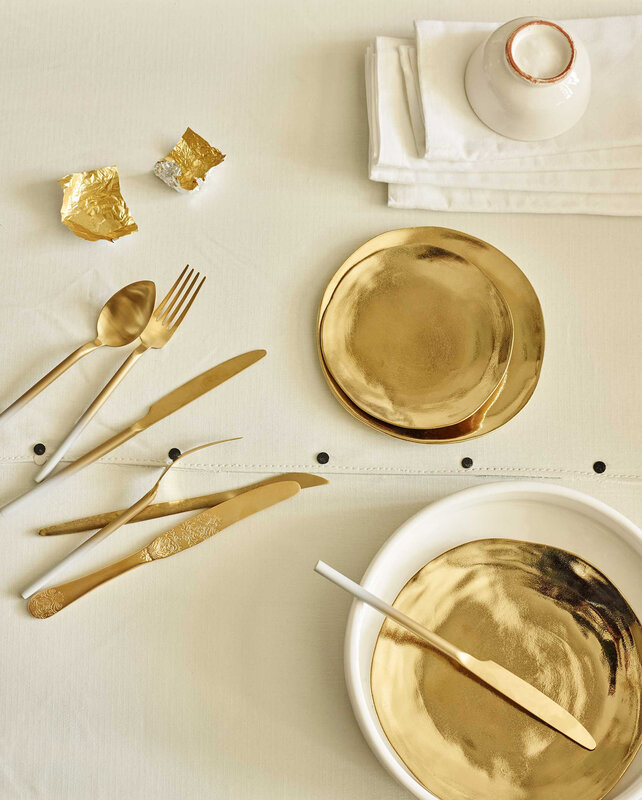 Goudkleurige borden Klevering