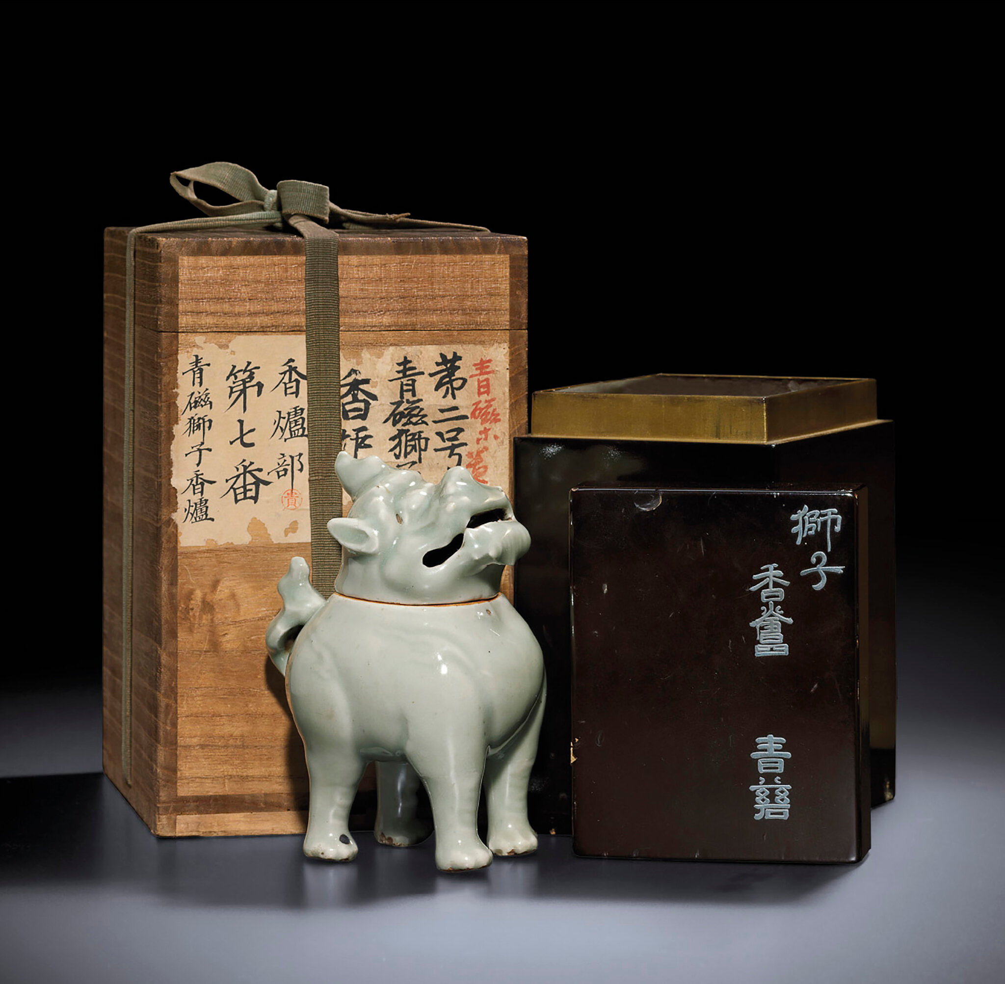 A rare Longquan celadon 'Luduan' censer and cover, Ming dynasty, 16th century