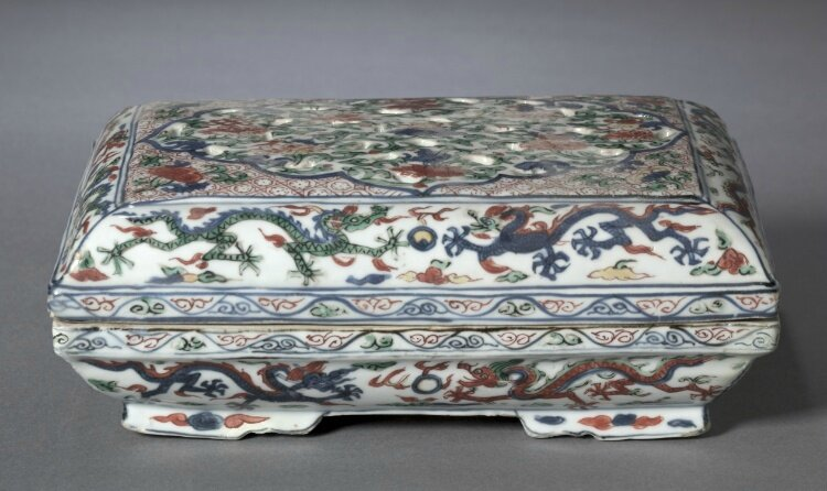 Box with Cover, 1573-1620, China, Jiangxi province, Jingdezhen kilns, Ming dynasty (1368-1644), Wanli reign (1572-1620)